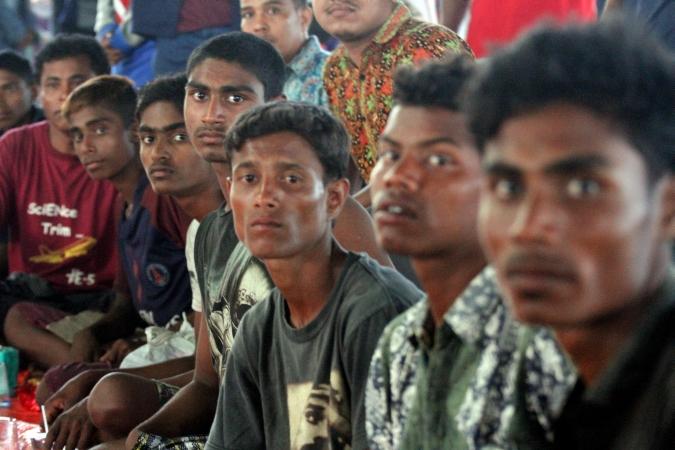 Muslim Rohingya terdampar di Aceh.