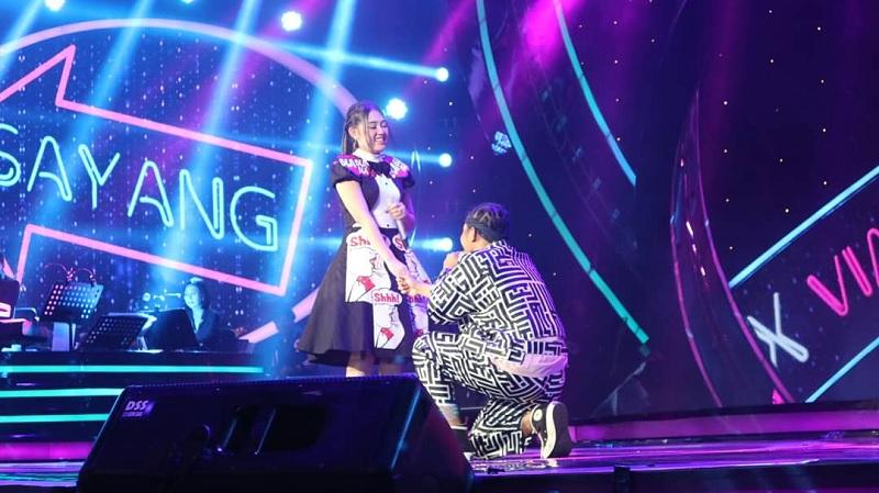 Via Vallen dan Kevin di panggung Indonesian Idol