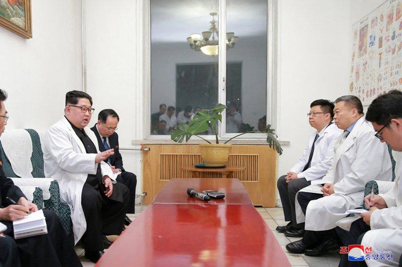 Kim Jong-un Kunjungi Korban Kecelakaan Bus