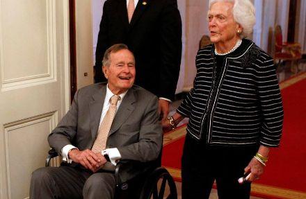 George HW Bush semasa hidup sedang bersama istri