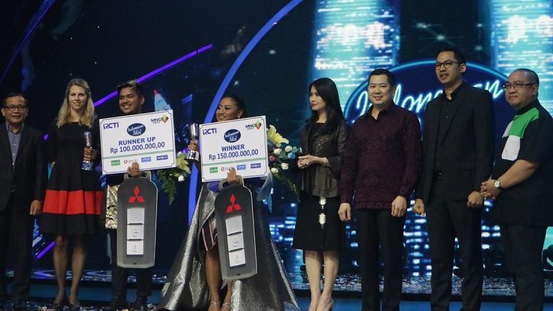 Penyerahan hadiah untuk juara dan runner up Indonesian Idol 2018