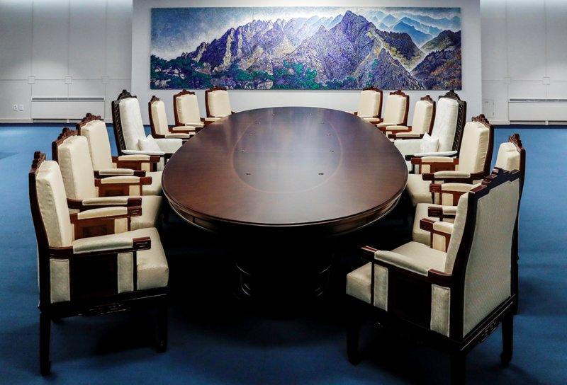 Susunan Meja yang Akan Digunakan dalam KTT Antar-Korea. Foto: Reuters