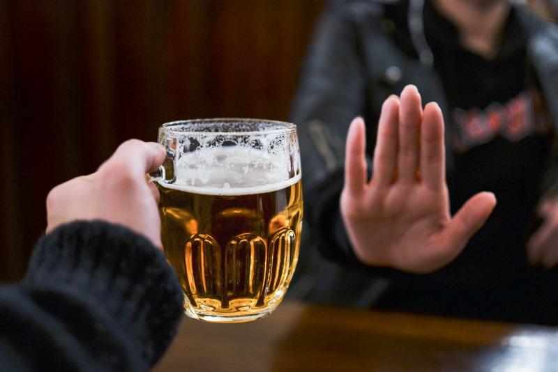 Minum Alkohol Perlahan Hancurkan Gigi Anda, Masih Berani? : Okezone  Lifestyle