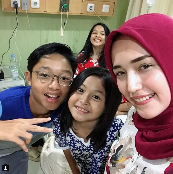 Adelia dan anak-anak