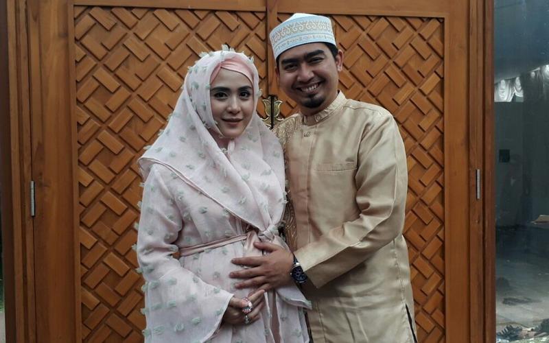 Ustadz Solmed dan Istri