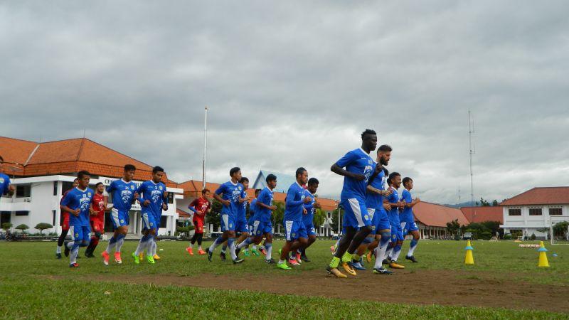 Pemain Persib Bandung latihan
