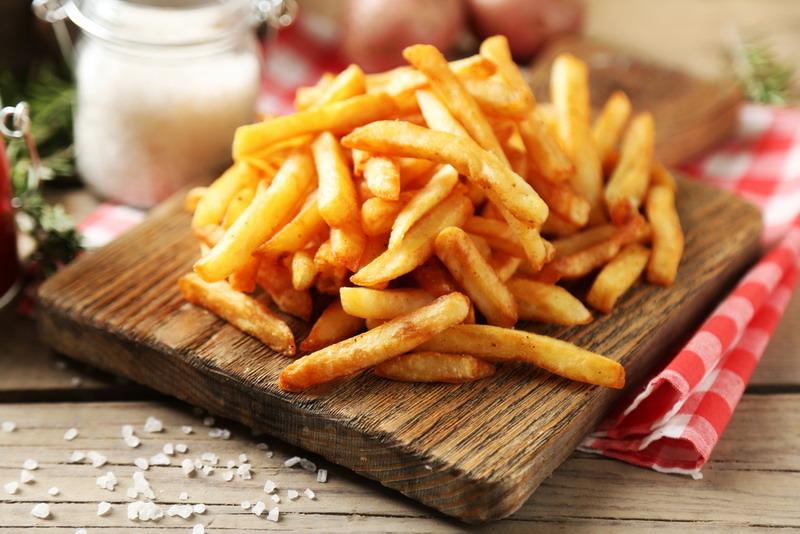 """di Inggris menyebutnya dengan """"chips"""" sedangkan di Prancis disebut dengan """"frites""""."""