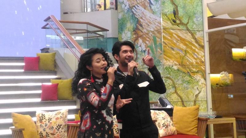 Reza Rahadian dan Yura Yunita