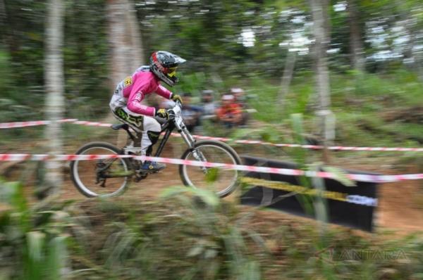 Balap Sepeda Downhill (Foto: Antara)