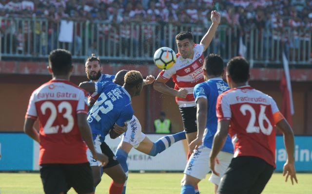 Persib vs Madura United