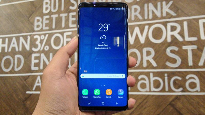 Desain dari Galaxy S9+ terlihat sangat cantik dengan hadirnya teknologi layar Infinity Display