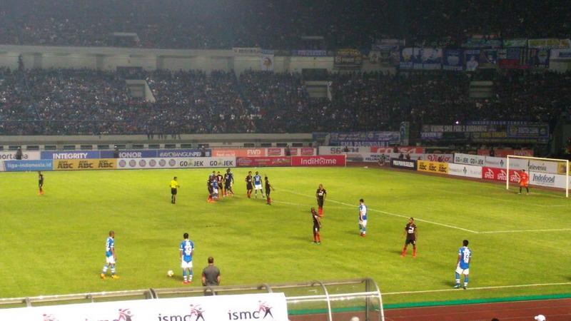 (Laga Persib Bandung vs Persipura Jayapura. Foto: Oris Riswan)