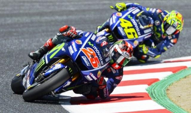 Valentino Rossi dan Maverick Vinales (Foto: AFP)