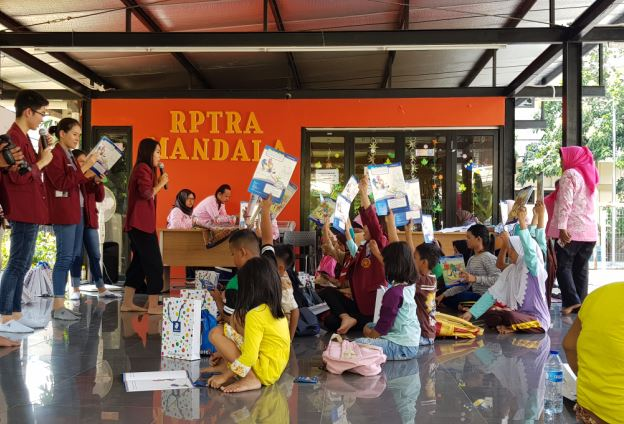 Fikom Untar beri pelatihan bahasa Inggris kepada anak-anak