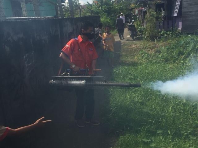 Rescue Perindo fogging wilayah Sekip, Palembang. Foto Okezone