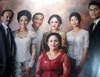 Yuni Shara foto keluarga (old) )(Okezone)
