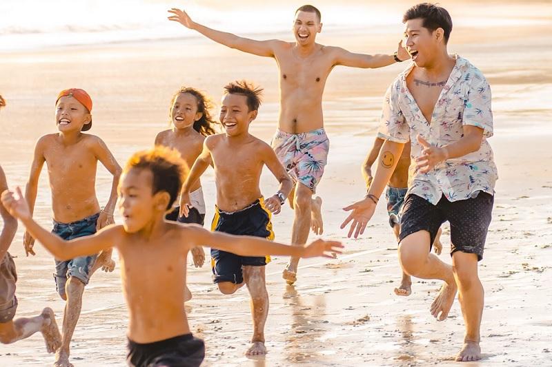RAN di video klip Kulari ke Pantai