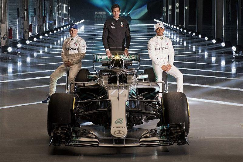 Lewis Hamilton, Toto Wolff, dan Valtteri Bottas (Foto: Reuters)