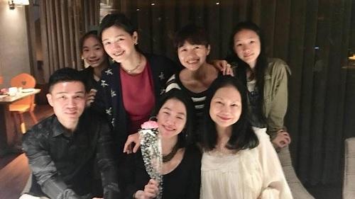 Barbie Hsu dan keluarga