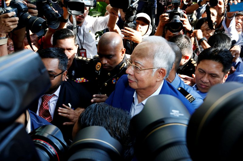 Najib Razak usai pemeriksaan. (Foto: Reuters)