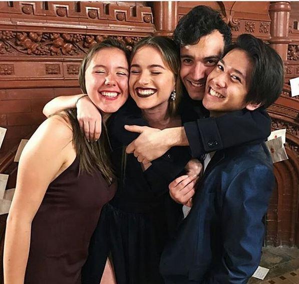Iqbaal bersama teman-teman sekolahnya di Amerika