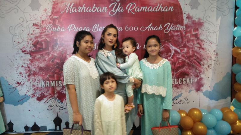 Ussy dan keluarga