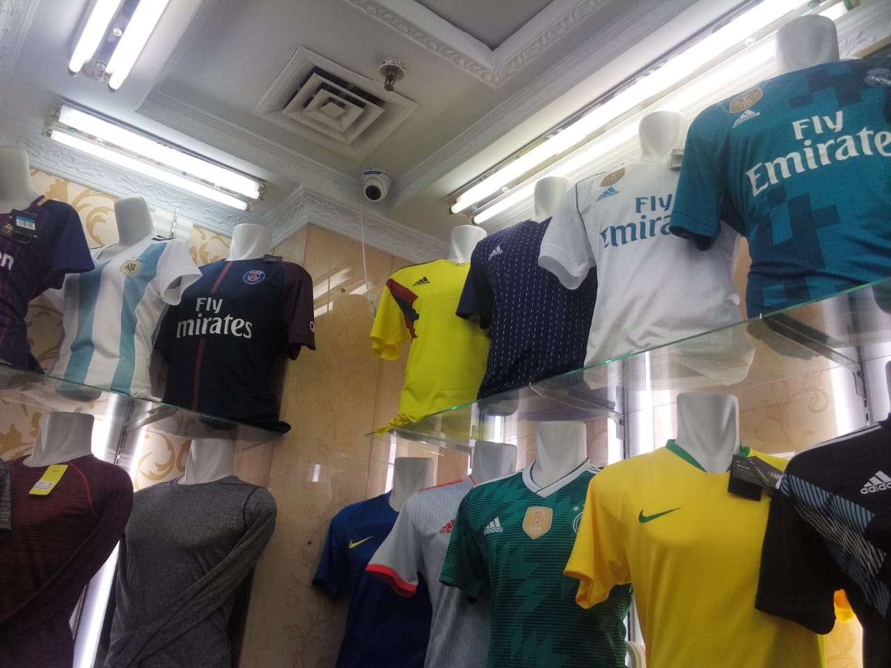 premium selection 25814 77709 Final Liga Champions, Jersey Madrid dan Liverpool Tanah ...
