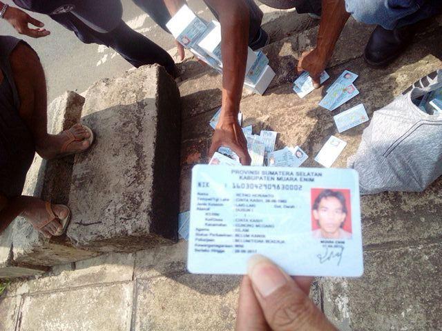 Penemuan Kardus Berisi E-KTP di Bogor (foto: Ist)