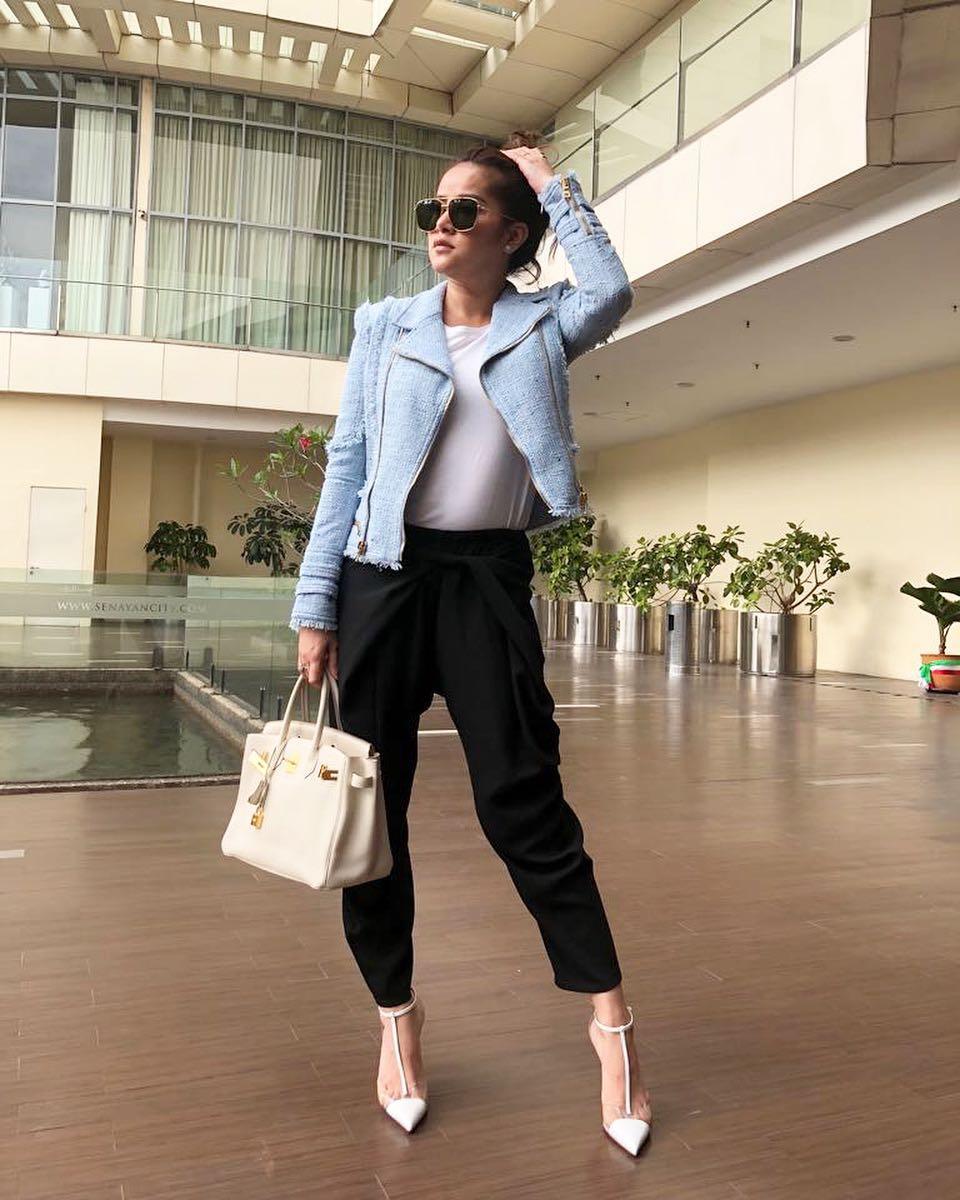 Intip Tampilan Fashion Olla Ramlan dengan Gaya Kekinian bak Anak Muda