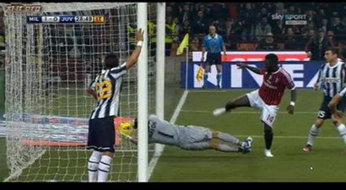 Muntari vs Juventus
