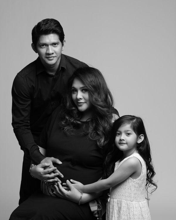 Iko Uwais dan keluarga