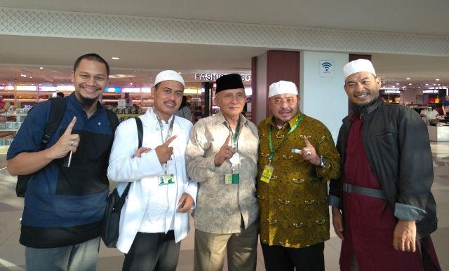 Amien Rais dan PA 212 ke Makkah