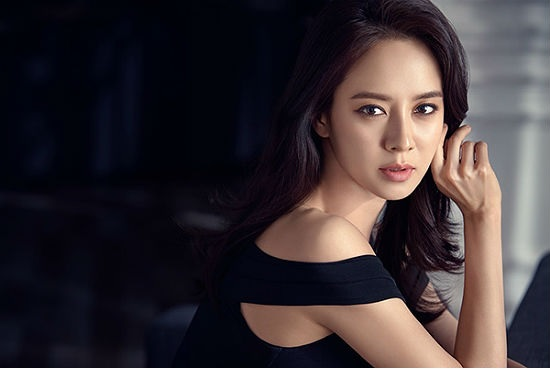 Song Ji Hyo sebagai pemeran utama di Lovely Horribly