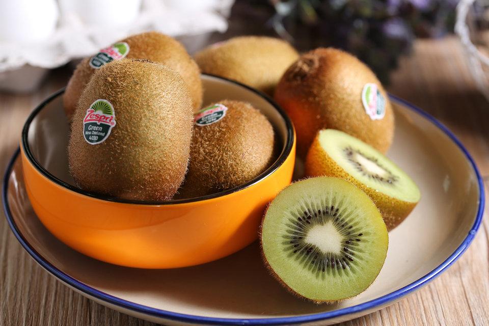 Makan Kiwi