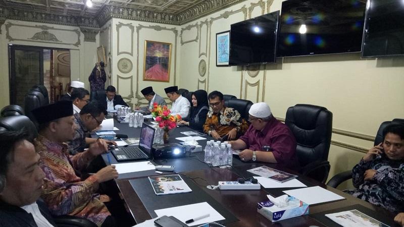 Rapat koordinasi persiapan operasional haji di Kantor Urusan Haji (KUH) Jeddah, Kamis (7/6/2018). (Foto: Ist)