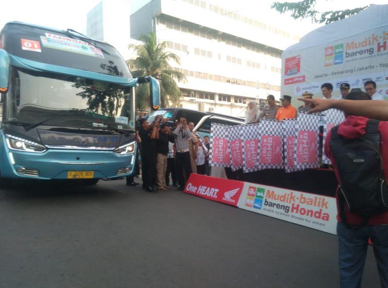 PT Astra Honda Motor (AHM) kembali memberangkatkan ribuan konsumen Honda untuk mudik (foto: Mufrod/Okezone)