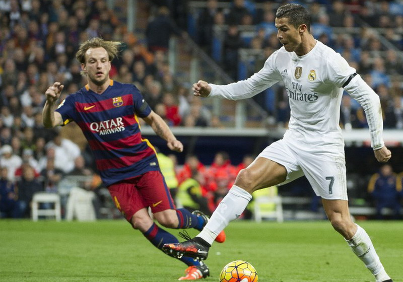 Ivan Rakitic dan Cristiano Ronaldo