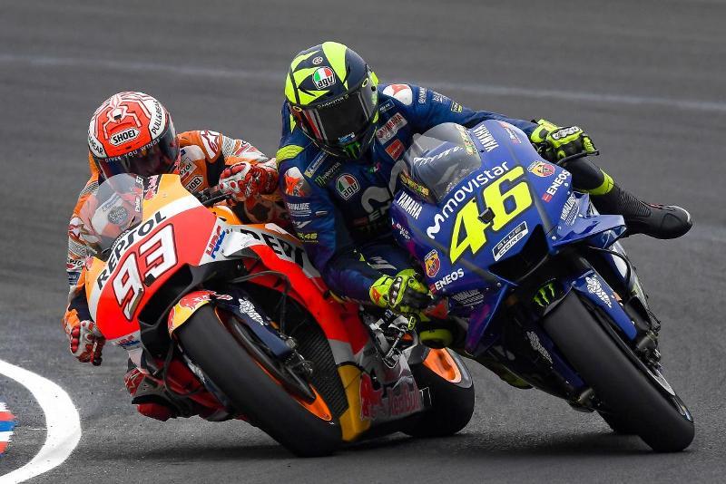 Valentino Rossi dan Marc Marquez (Foto: AFP)