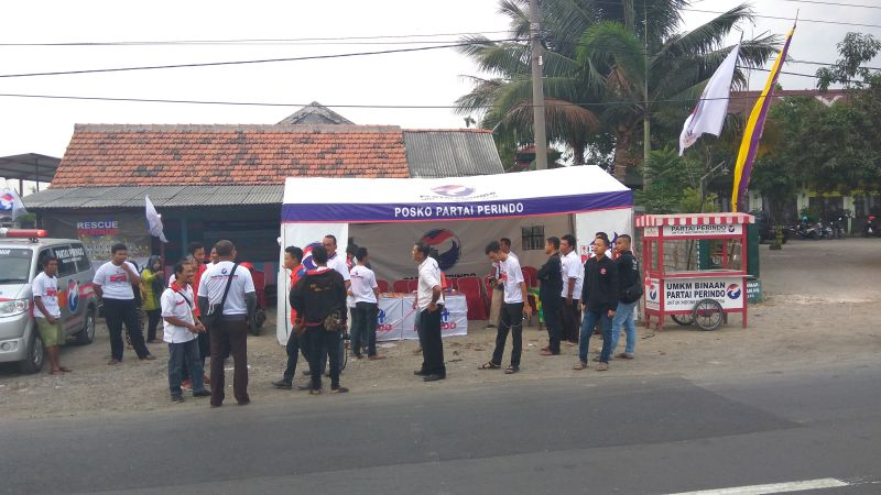 Rescue Perindo Jawa Timur Membuat Posko Mudik Jalan Raya Babat (foto: Avirista M/Okezone)