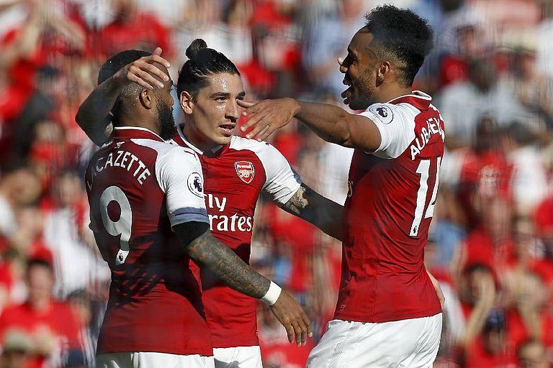 Para pemain Arsenal selebrasi