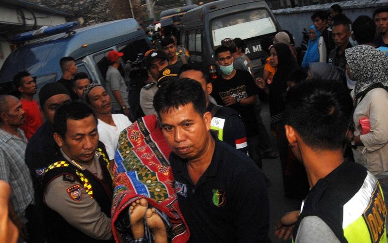 Korban Kapal Karam di Selat Makassar