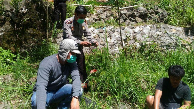 Lokasi Penemuan Mayat yang Diduga Bunuh Diri (foto: Jufri T/Okezone)