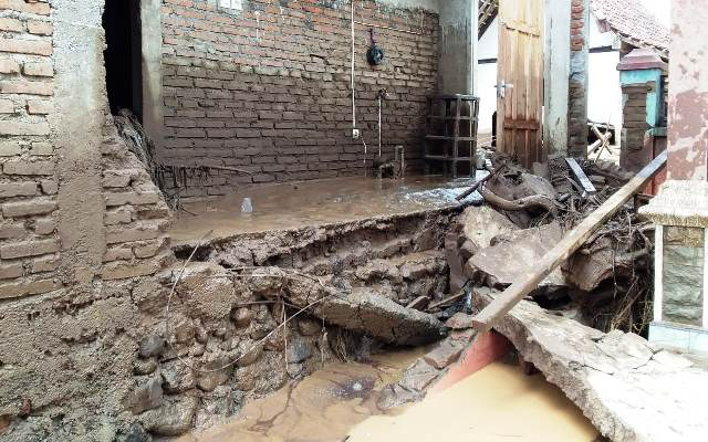 banjir bandang terjang banyuwangi 325 rumah warga rusak
