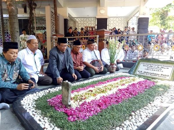 Mahfud MD ziarah ke makam Gus Dur di Komplek Pemakaman Gus Dur, Tebuireng, Jawa Timur. (Foto: Ist)