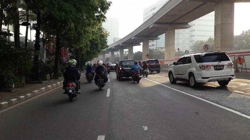 Uji coba ganjil genap di Jalan HR Rasuna Sadi, Jaksel. (Foto: Arie Dwi Satrio/Okezone)
