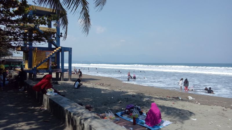 Suasana di Pantai Palabuhan Ratu, Sukabumi (foto: Putra RA/Okezone)