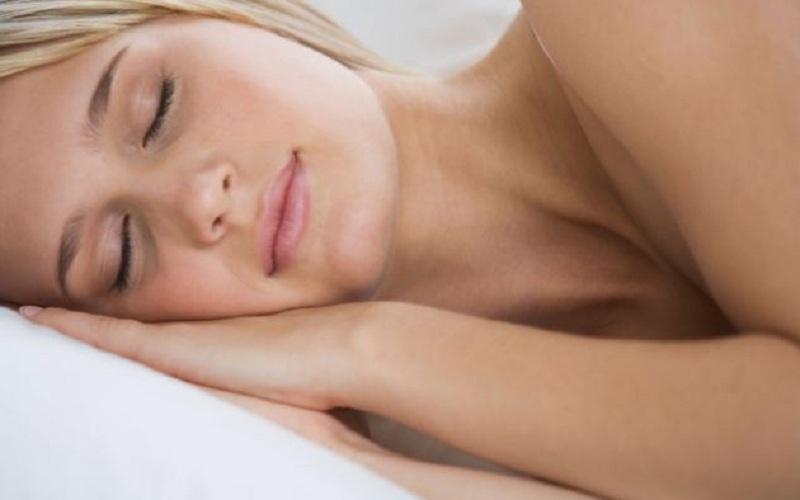 tidur telanjang (Alamy)
