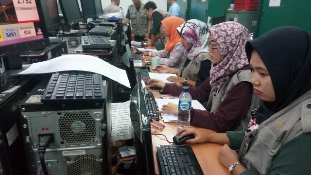Pengerjaan visa haji jamaah Indonesia. (Foto: Amril Amarullah/Okezone)