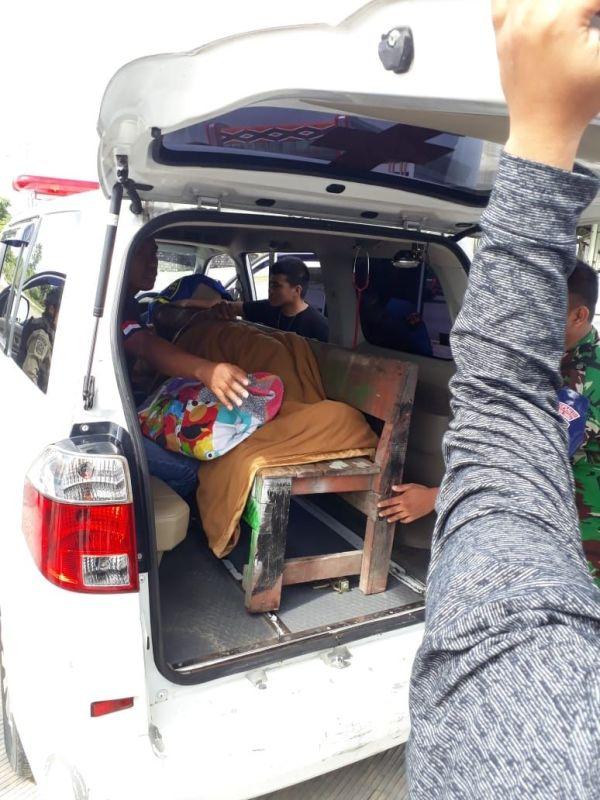 Anggota Brimob Korban Penembakan KKB di Nduga Papu Dievakuasi ke Mimika (foto: Saldi/Okezone)