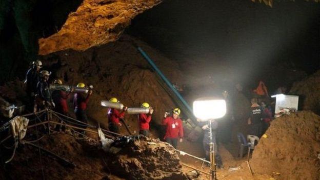 Upaya Penyelamatan Sekelompok Remaja Thailand yang Terjebak di Dalam Gua (foto: EPA/BBC)